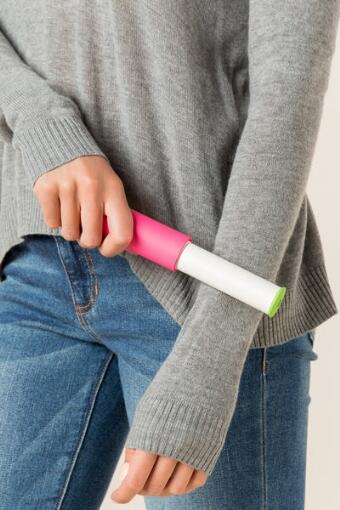Flint - Retractable Lint Roller In Pink