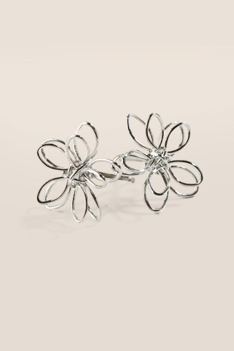 Becca Wire Flower Stud Earrings in Silver