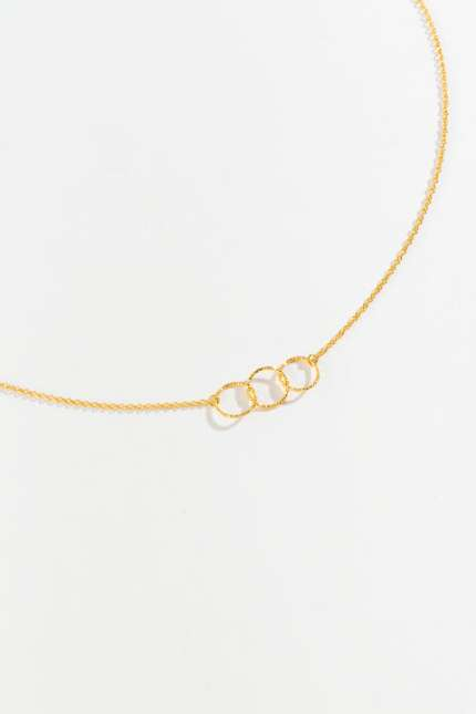 Cora Linked Circle Pendant Necklace