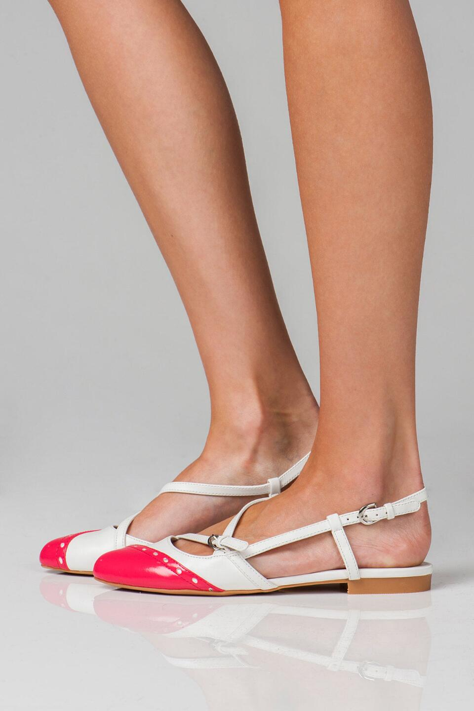 Dolce by Mojo Moxy Shoes, Parquet Two-Tone Flat-  white-clmodel