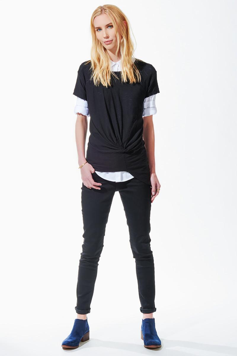 Auden Knotted Tee-  blk-clmodel